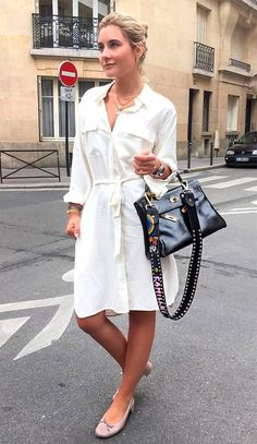 Street style look com chemise. Casual Street Style, Street Style Looks, Modest Dresses, Simple Dresses, Chemise Dress, Frack, Curvy Women Fashion, Minimal Fashion, Latest Fashion Clothes