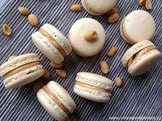VÍKENDOVÉ PEČENÍ: Arašídové makronky Mini Cheesecakes, Macaroons, No Bake Cake, Baked Goods, Stuffed Mushrooms, Food And Drink, Keto, Sweets, Bread
