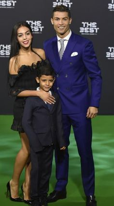 Cristiano Ronaldo zeigte sich bei der Ehrung zum Weltfußballer mit seiner neuen Freundin Georgina Rodriguez und seinem Sohn Cristiano Ronaldo Jr.