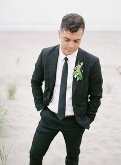 Stunning coastal Micro-Wedding Inspiration with beautiful florals | Oregon Wedding Inspiration Coastal Wedding Inspiration, Romantic Table, Seattle Wedding, Queen Anne, Wedding Shoot, Old World, Oregon, Florals, Floral Design