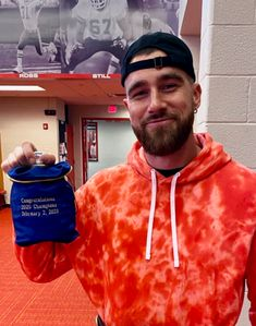 Travis Kelce Gifts 2020 Champions XR Ahead of Victory Parade Kansas City Chiefs Football, Nfl Football Players, Pretty Boy Swag, Pretty Boys, Travis Kelce, Victory Parade, Sports Baby, Black Girl Aesthetic, White Boys
