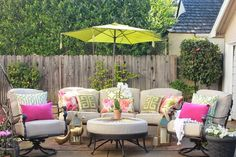 20 Stunning Patio Ideas Perfect for Entertaining Guests - Garten Dekoration Outdoor Rooms, Outdoor Living, Outdoor Furniture Sets, Outdoor Decor, Outdoor Patios, Driven By Decor, Budget Patio, Patio Umbrellas, Patio Design
