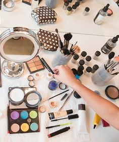 Folgers Makeup Stash | No more ignoring that overflowing stash of tubes, pots, brushes, and compacts. Each of these quick to-dos is pretty smart.