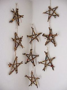 twig stars -- 15 Winter Crafts for Kids Deco Noel Nature, Natal Natural, Rama Seca, Deco Table Noel, Homemade Christmas Decorations, Star Decorations, Homemade Garden Decorations, Homemade Ornaments, Halloween Decorations