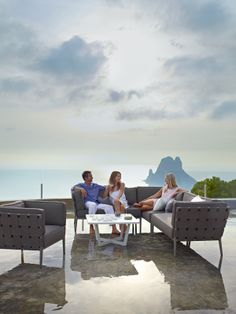 """""""Avalon"""" modular aluminum outdoor pieces -- great style alternative to all-weather wicker (but pricey) Modern Outdoor Furniture, Outdoor Sofa, Outdoor Decor, Modul Sofa, Patio Lounge Chairs, Line Design, Wicker, Armchair, Collection"""