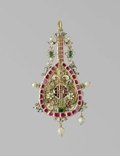 Pendant in the form of a mandolin, Germany, c . 1600, gold, enamel and precious stones; h 8.5 cm × w 4.6 cm. BK-17057. Rijksmuseum, Amsterdam.