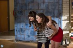 Linda Cardellini and Zooey Deschanel in New Girl New Girl Season 3, Watch New Girl, Growing Facial Hair, The Cardigans, Jessica Day, Lifelong Friends, New Girlfriend, Girls Gallery, Zooey Deschanel