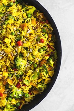 Quick and easy recipe for Vegan Fried Rice. This simple meal for weeknights at home and takeout lunches requires only 25 minutes to make! Vegan Fried Rice, Vegan Fries, Tofu, Rice Recipes, Vegan Recipes, Tapas, Arroz Frito, Home Meals, Dinner This Week