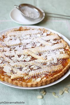 Crostata con marmellata di agrumi e mandorle, abbinata a crema pasticcera
