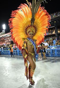 Dazzling photos show how Carnival is lighting up the streets of Brazil in 2020 Brazil Carnival Costume, Rio Carnival Dancers, Carribean Carnival Costumes, Carnival Girl, Costume Carnaval, Samba Costume, Trinidad Carnival, Caribbean Carnival, Carnival Fashion