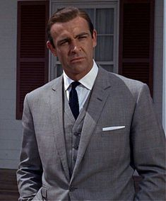 Sean Connery's Unique Shirts in Goldfinger – The Suits of James Bond Sean Connery James Bond, James Bond Suit, Bond Suits, James Bond Style, James Bond Movie Posters, James Bond Movies, Cary Grant, Daniel Craig, Sean Connory