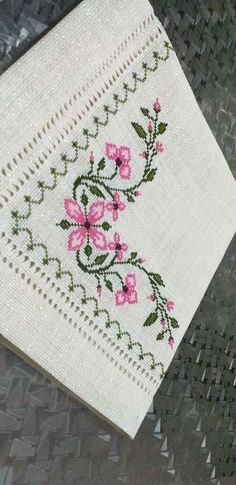 Crewel Embroidery, Bargello, Cross Stitch, Crafts, Home Decor, Nail Arts, Crossstitch, Crochet Blankets, Hand Embroidery