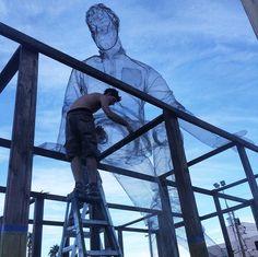 10/23/14, Edoardo Tresoldi creating one of his giant wire sculptures in Las Vegas. (LP)