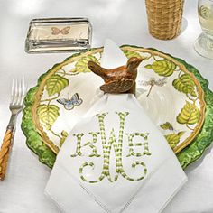 Bring the indoors out with this table setting in Southern Livings Stylish Alfresco Dining. Pictured: Berry Thread by Juliska Scallop Charger in Garden Green and Ivy Garland by Anna Weatherly Dinner Plate Monogrammed Napkins, Enchanted Home, Embroidery Monogram, Motif Floral, Floral Design, Al Fresco Dining, Dinner Napkins, Outdoor Dining, Outdoor Tables