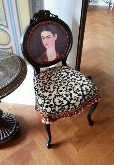 Cadeiras decorativas ! http://decoralavidafrida.blogspot.com.br/2014/12/cadeiras-decorativas.html