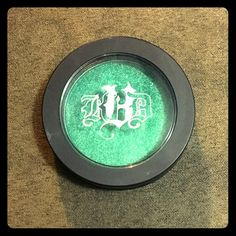 KVD Metal Crush in Iggy Metal Crush eyeshadow in the color Iggy, named after the one and only Iggy Pop! Super shimmery and metalic green, the last photo is the one that shows the color the best. Still has 95% of product left. Kat Von D Makeup Eyeshadow