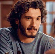 Yon Gonzalez as Victor in Bajo Sospecha