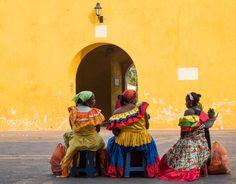 El colorido de las vendedoras de fruta callejeras es único. Y además muy amables dejándose fotografiar.