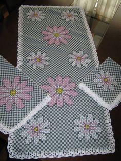 Bordado em tecido xadrez - Jogo de Toalhas (Detalhes sobre os bordados... Visitar)