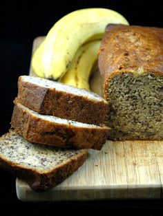 Cake à la banane / banana bread (USA) THE recipe for a delicious fluffy and airy banana bread. The milk lichette makes all the difference. Sheet Cake Recipes, Easy Cake Recipes, Sweet Recipes, Banana Bread Cake, Banana Bread Recipes, Köstliche Desserts, Delicious Desserts, Yummy Food, Bean Cakes