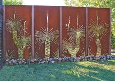 Enjoy your relaxing moment in your backyard, with these remarkable garden screening ideas. Garden screening would make your backyard to be comfortable because you'll get more privacy. Metal Garden Fencing, Garden Fence Art, Metal Garden Art, Leaf Wall Art, Metal Tree Wall Art, Metal Artwork, Garden Screening, Screening Ideas, Espalier
