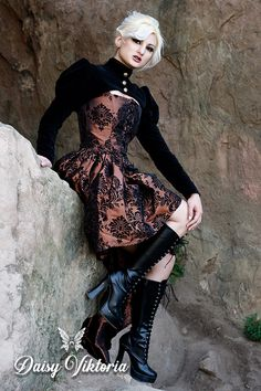 Gothic Princess Victorian and steampunk influence abound in this copper damask couture gown Steampunk Costume, Steampunk Clothing, Steampunk Fashion, Steampunk Makeup, Steampunk Drawing, Steampunk Outfits, Steampunk Crafts, Victorian Steampunk, Victorian Fashion