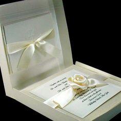 Invitaciones de boda elegantes en colores blanco y crema. 22 invitaciones de cajita para bodas originales