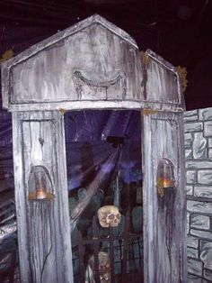 Halloween Mausoleum From Styrofoam: This is a prop built for my daughters haunted house at her school. We used styrofoam to create the mausoleum. Diy Halloween Yard Haunt, Halloween Garage, Halloween Supplies, Halloween Graveyard, Scary Halloween Decorations, Halloween Haunted Houses, Outdoor Halloween, Halloween Projects, Holidays Halloween