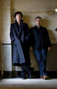 Sherlock Holmes (Benedict Cumberbatch) and John Watson (Martin Freeman) - One of my favorite pictures of the boys. Sherlock Bbc, Benedict Sherlock, Sherlock Fandom, Sherlock Holmes Benedict Cumberbatch, Mycroft Holmes, Watson Sherlock, Sherlock Quotes, Jim Moriarty, Johnlock