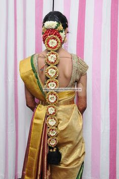 Latest Indian Clothing And Jewellery Designs South Indian Wedding Hairstyles, Bridal Hairstyles With Braids, Bride Hairstyles, Indian Flowers, Flower Braids, Jelsa, Indian Bridal, Indian Outfits, Clothes