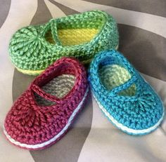 baby mary jane skimmers pattern some day Ineed to learn knit and crochet Crochet Baby Clothes, Crochet Baby Shoes, Crochet Slippers, Crochet Crafts, Crochet Projects, Knit Crochet, Baby Patterns, Crochet Patterns, Mary Janes