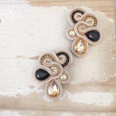 Wedding Earrings, Wedding Jewelry, Paula Ordovás, Shibori, Soutache Earrings, White Earrings, Foto E Video, Jewerly, Brooch
