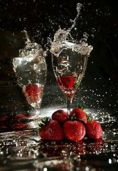 champagne and strawberries on Valentine's Day Splash Photography, Food Photography, Strawberry Fields, Happy Birthday Wishes, Cabernet Sauvignon, Be My Valentine, Color Splash, Happy New Year, Wines