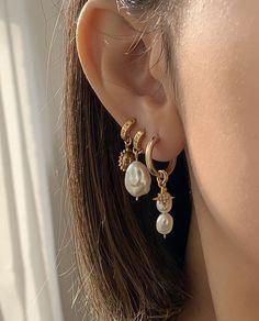 Ideas chic para hacerte otro piercing Ear Jewelry, Cute Jewelry, Gold Jewelry, Jewelry Accessories, Jewlery, Jewellery Earrings, Jewelry Model, Stylish Jewelry, Simple Jewelry