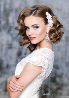 Vintage Hairstyles 26 Short Wedding Hairstyles And Ways To Accessorize Them: short curly bridal hair with a side pearl hairpiece to make a glam and girlish accent; Loose Curls Wedding, Elegant Wedding Hair, Wedding Hair And Makeup, Hair Wedding, Perfect Wedding, Trendy Wedding, 1950s Wedding Hair, Glamorous Wedding, Wedding Vintage