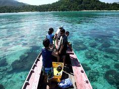 Keindahan pulau Karimunjawa dengan laut bening dan pemandangan pantai yang elok. (c) karimunjawa-dita.blogspot.com