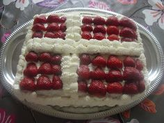 Ægte Dansk Kage from Mais kager (in Danish)  a super cake for a special Birthday and Constitution day