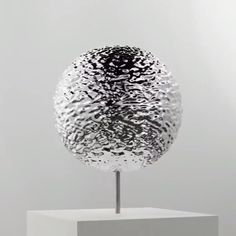 Melter 3-D by #TakeshiMurata makes its West Coast debut at the new @sfmoma. A strobe light illuminates this metallic sphere, producing the illusion of perpetual liquid motion across its surface.