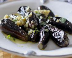 mini berinjela Plant Based Recipes, Vegetable Recipes, Vegan Recipes, Cooking Recipes, Good Food, Yummy Food, Eastern Cuisine, Eggplant Recipes, Big Meals
