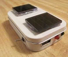 DIY: Altoids Case + Some gadgets = USB Battery/Solar charger for iPhone and iPod Solar Charger, Solar Battery, Lead Acid Battery, Canon Battery, Portable Charger, Diy Electronics, Electronics Projects, Solar Energy, Solar Power