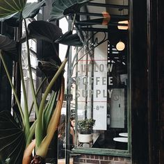 ludlow coffee supply | lower east side, NYC // same same, but different. while coffee shop hopping in soCA is different than it is NYC, i love both experiences equally. | #escapeyourdesk #escapeyourdeskles #escapeyourdesknyc #nyccoffee #nyccoffeecrawl #coffeeshopvibes #workhardanywhere #strangersinmyfeed