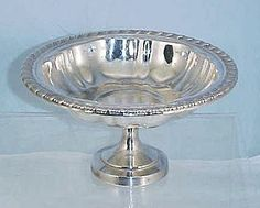 Vintage ONEIDA SILVERSMITHS Silverplate Footed Pedestal Candy, Nut or Bon Bon Dish Bowl