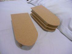 Mini tabua de passar para patch work, feita com mdf ,na cor cru..A peça vai na madeira sem forro. <br>forrada custa R$ 115,00.