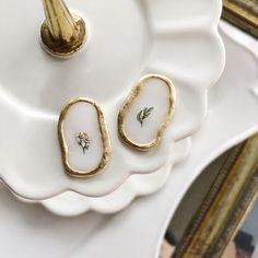Resin Jewelry Tutorial, Resin Jewlery, Clay Jewelry, Resin Flowers, Cute Earrings, Resin Crafts, Polymer Clay Earrings, Fashion Earrings, Jewelry Making