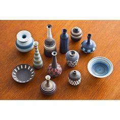 More of the beauty of Gunnar Nylund. Twelve pack of miniature vases to kickstart your weekend! Happy Friday friends and followers! #modernisten #ceramics #keramik #stoneware #stentøj #stengods #rörstrand #gunnarnylund #carlharrystålhane #sofopopupstore #1940s
