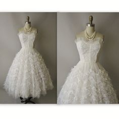 50's Wedding Dress // Vintage 1950's White Tulle Lace Strapless Wedding Dress Gown XS