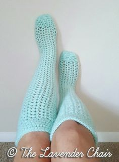 Valerie's Knee High Socks - Free Crochet Patterns - The Lavender Chair ~°¿°~ oh how i love knit or crochet socks made with worsted weight yarn rather than sock yarn. Mode Crochet, Crochet Gratis, Crochet Diy, Crochet Boots, Crochet Slippers, Crochet Clothes, Crotchet Socks, Dishcloth Crochet, Scarf Crochet