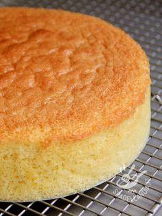 Sponge cake - Il Pan di Spagna fatto in casa ha tutto un altro sapore e dà molta più soddisfazione! Potrete prepararci torte a più strati e farcite!