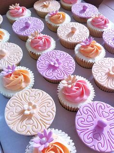 Simple, beautiful cupcake toppers