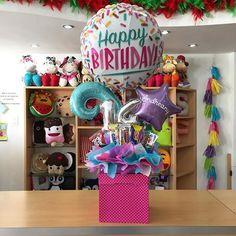 ✨ Joliand Gift & Details 🎁 (@joliandgift) | Instagram photos and videos Balloon Box, Balloon Gift, Balloon Arrangements, Balloon Decorations, Craft Gifts, Diy Gifts, Chocolate Bouquet, Balloon Columns, Candy Bouquet